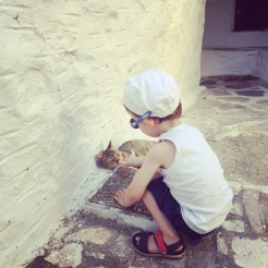 cyclades_cats-kids_travel